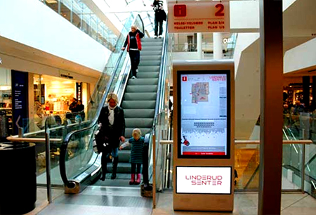 Digital Monitor Signage informasi di Shopping Mall