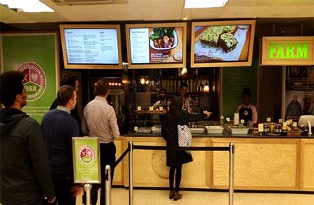 Pemakaian Digital Signage monitor untuk informasi makanan, harga, menu, harga promo paket dll.